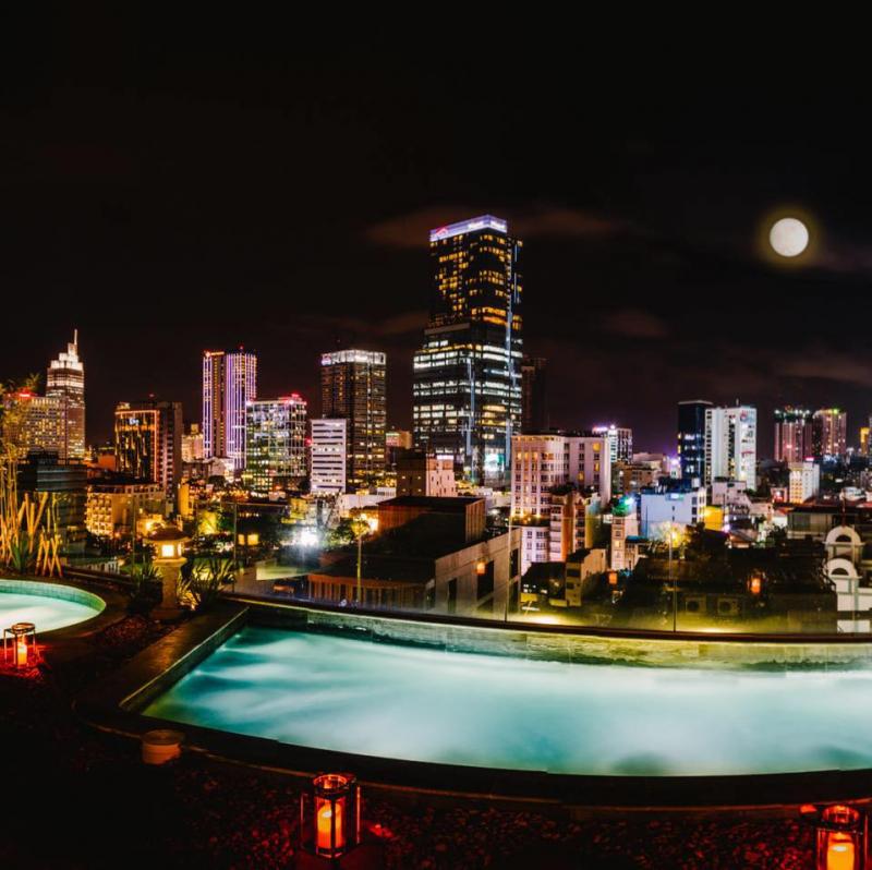 Bể bơi ngoài trời - điểm check in của mọi du khách khi đến với Alagon Plus Hotel & Spa