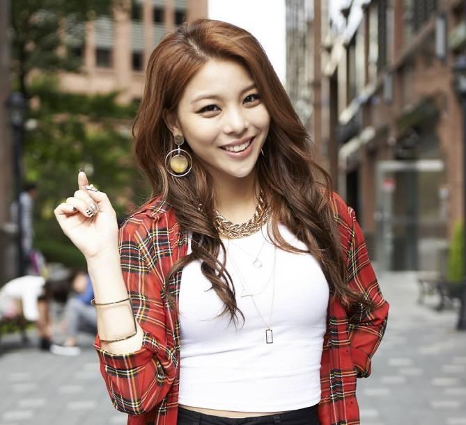 Ailee nổi tiếng với mắt cười
