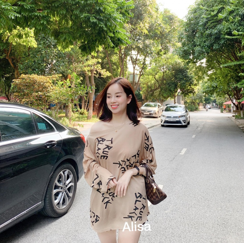 Ly Kute diện trang phục của Alisa ( nguồn facebook Alisa)