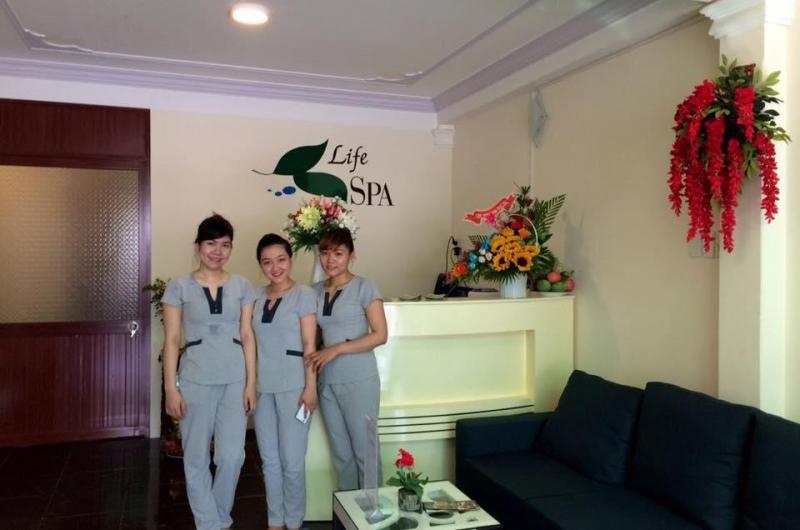 Nhân viên phục vụ nhiệt tình tại Life Spa Cần Thơ