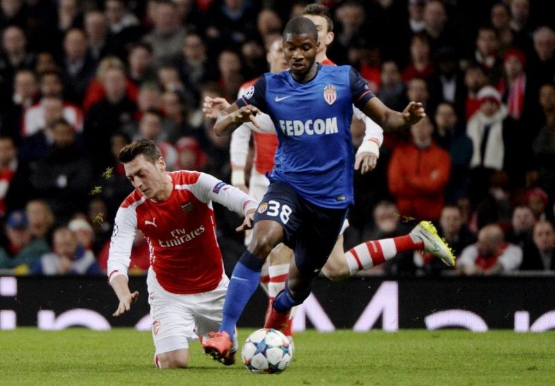 Almamy Toure làm khổ hàng phòng ngự Arsenal ở tứ kết cúp C1