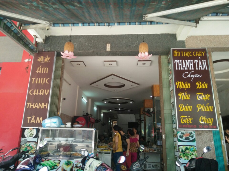 Không gian quán chay Thanh Tâm.