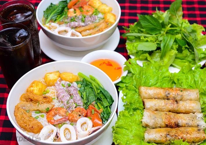 Bún hải sản thơm ngon tại Ẩm thực làng chài