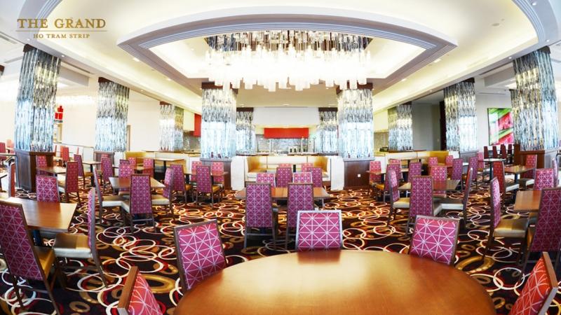 Không gian nhà hàng mang phong cách hoàng gia sang trọng