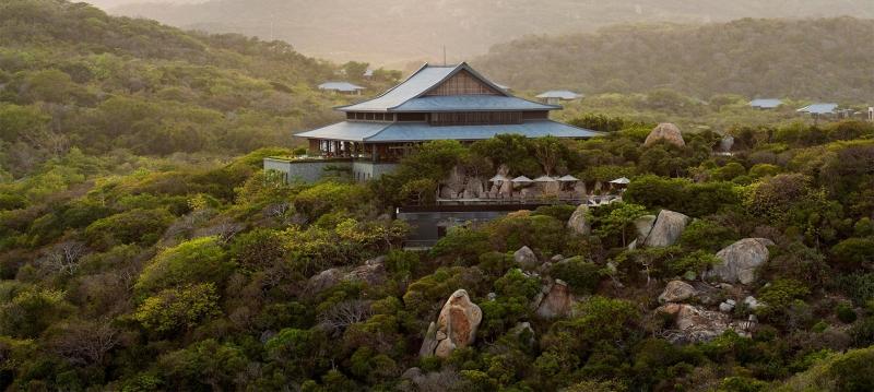Amanoi Resort nằm hòa hợp với thiên nhiên hùng vĩ