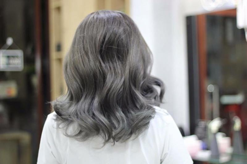 Uốn kem và cắt tóc ngắn là điểm mạnh của Amida Hair