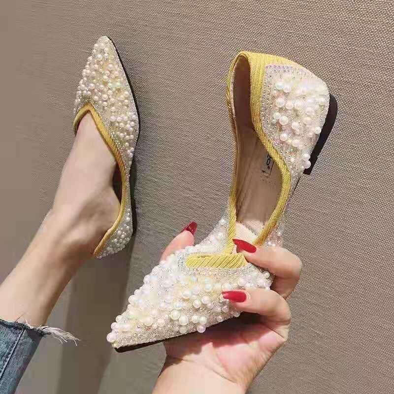 Một mẫu giày gây thương nhớ cho bao nàng