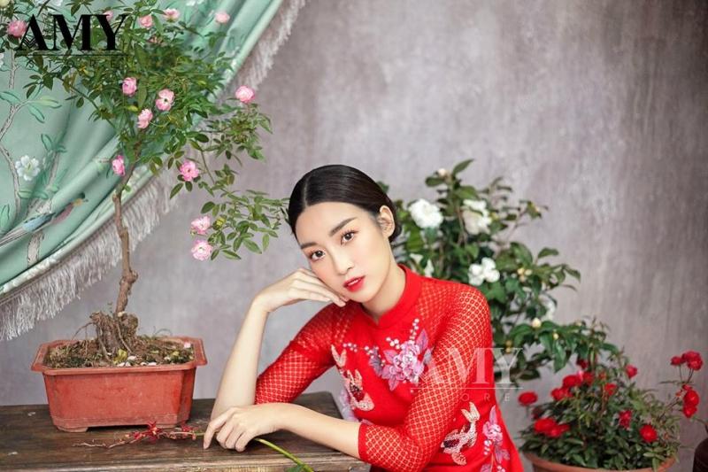 Hoa hậu Đỗ Mĩ Linh trong trang phục của shop