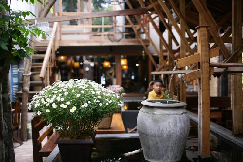 Một góc khá riêng tư ở AN Cafe với gam màu cổ điển thuần khiết