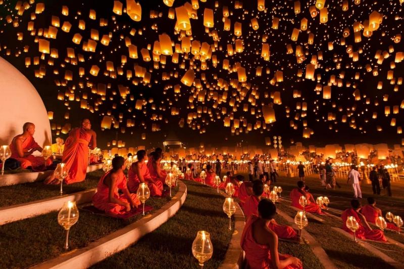 Cảnh đèn sáng bừng bởi lễ thả đèn lồng tại Ấn Độ