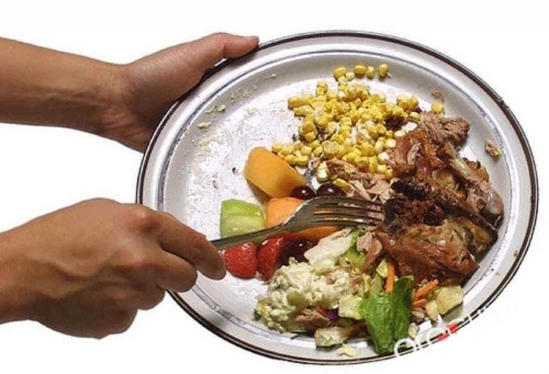 Không nên bỏ dở đồ ăn