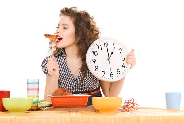 Ăn đúng giờ là một thói quen tốt không những giúp ích cho quá trình tiêu hóa mà còn có tác dụng phòng bệnh loét dạ dày tá tràng