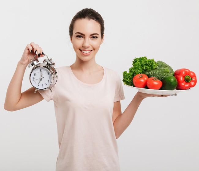 Ăn đúng giờ giúp giảm cân