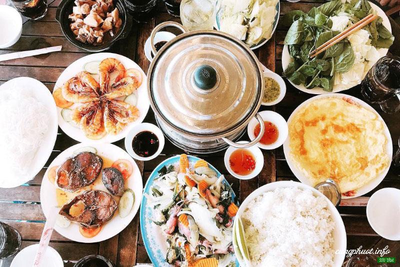 Các món ăn trên đảo chủ yếu là hải sản