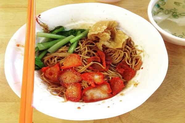 The medium sized dry char siu noodles look so craving