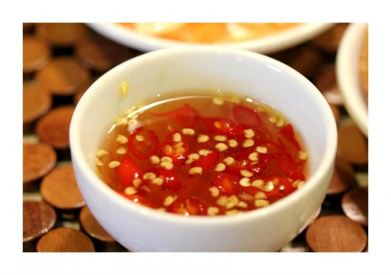 Người Việt thường dùng quá nhiều nước chấm cho bữa ăn của mình