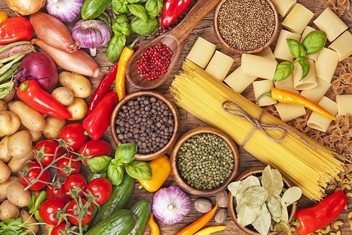 Hãy biết tự bảo vệ bản thân bằng những bữa ăn đầy đủ dưỡng chất.