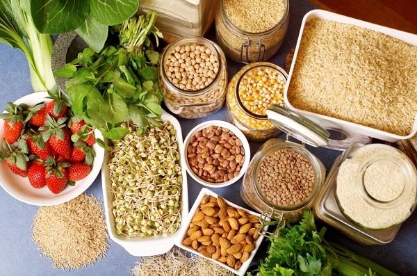 Ngũ cốc, dâu tây là những thực phẩm giàu chất xơ