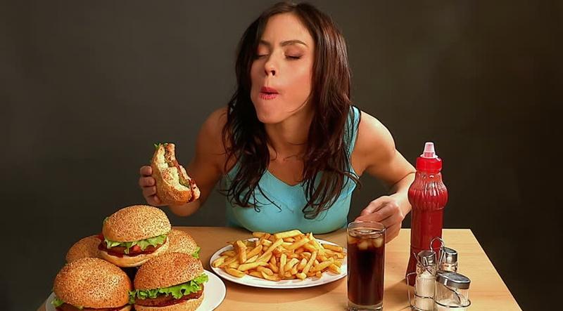 Ăn quá nhiều làm tăng nguy cơ mắc các bệnh về não