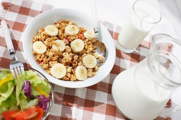 Ăn sáng giúp giảm ciảm cảm giác thèm ăn vặt