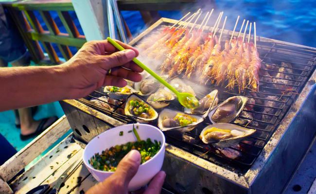 Ăn Tối Trên Thuyền Đánh Cá
