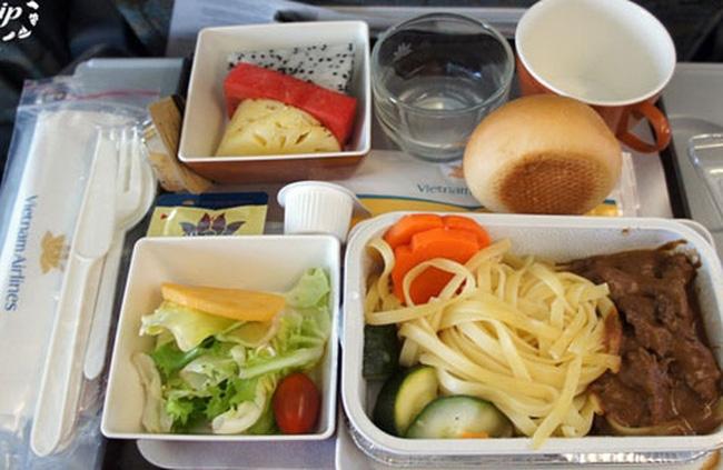 Đồ ăn luôn là một điều bất ngờ trên mỗi chuyến bay của Vietnam airlines, trông thật ngon mắt phải không nào!