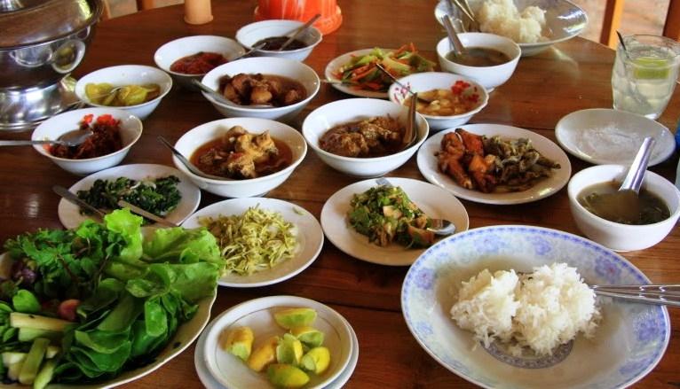Ẩm thực tại Myanmar không quá đặc sắc, nhưng cũng không hề khó ăn