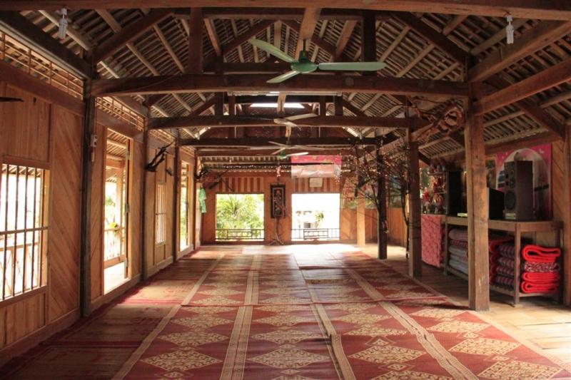 Nhà sàn số 19 bản Lác - Mai Châu.