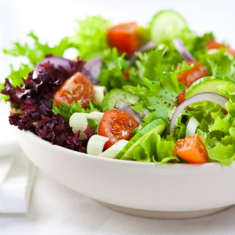 Những chuyên gia nước ngoài luôn khuyên những bệnh nhân béo phì nên ăn kèm rau như một món salad.