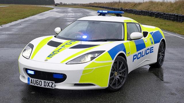 Lotus Evora S được độ màu sơn cho cảnh sát Anh