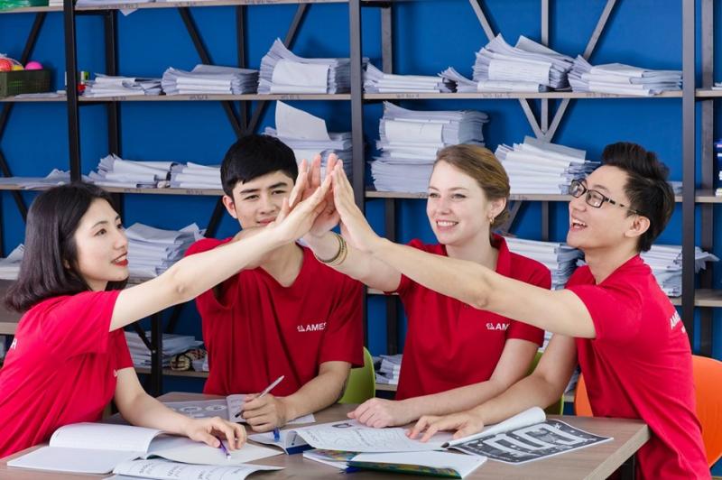 Với tấm bằng IELTS trên tay, bạn hoàn toàn có thể hiện thực hóa ước mơ du học, tìm một công việc tốt tại nước ngoài hay ngay ở trong nước với mức lương tuyệt vời