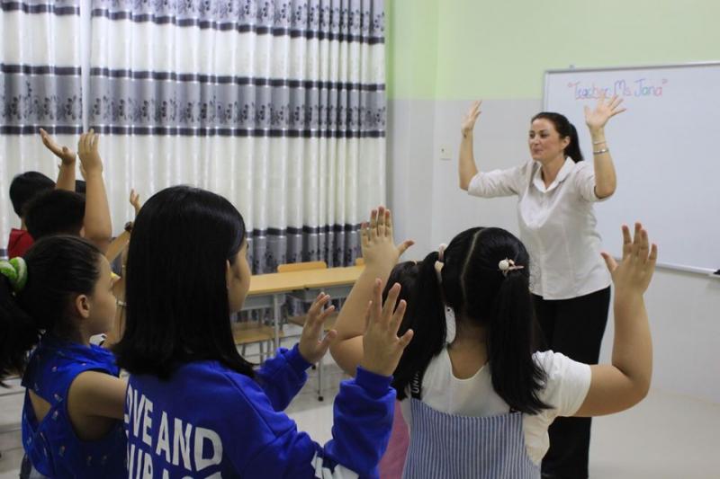 Lớp học với giáo viên bản xứ