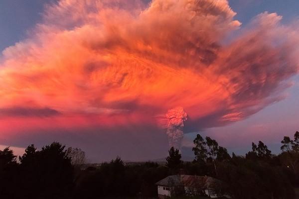 Ánh sáng báo hiệu núi lửa