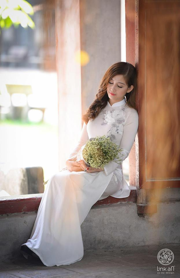 Thiết kế áo dài của Ánh Trần mang đậm phong cách tinh tế, sang trọng