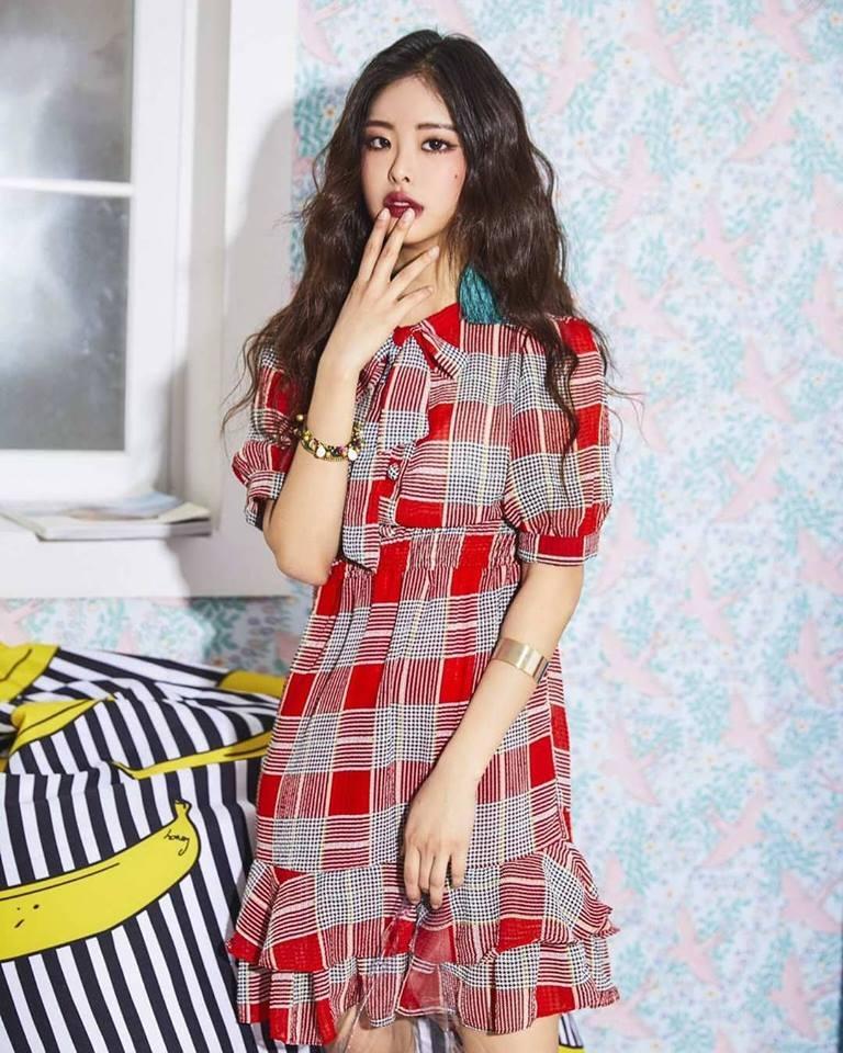 Chiếc váy được thiết kế độc đáo và kết hợp màu sắc rất tinh tế