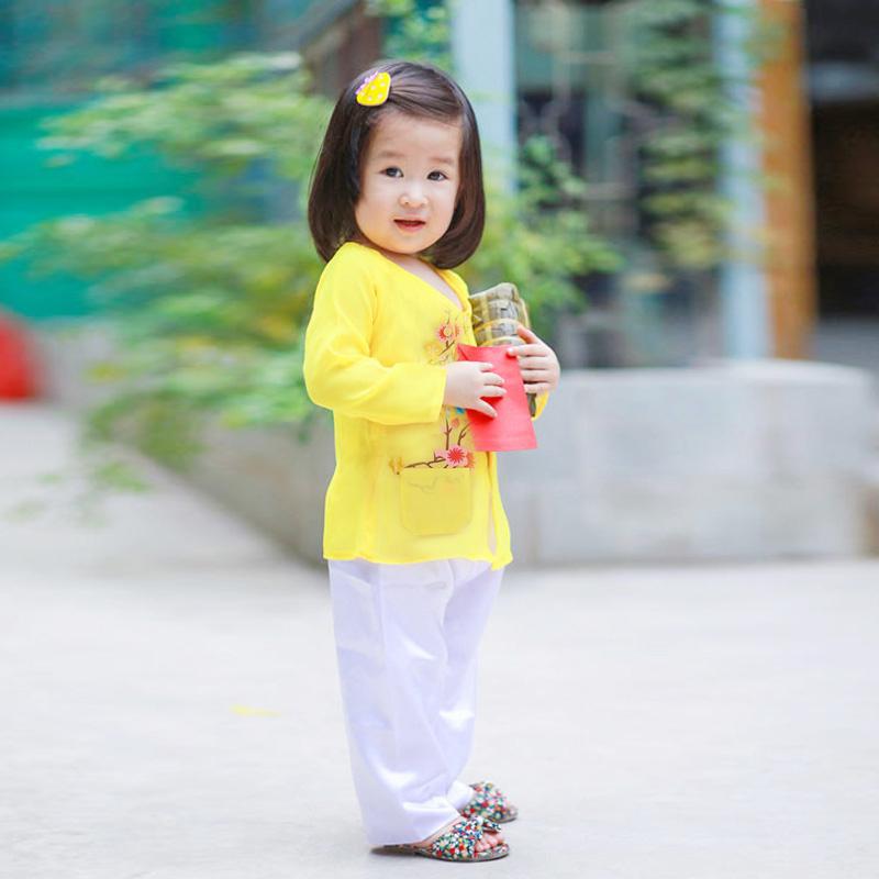 Top 14 Trang phục đáng yêu cho bé đón Tết ngập tràn niềm vui