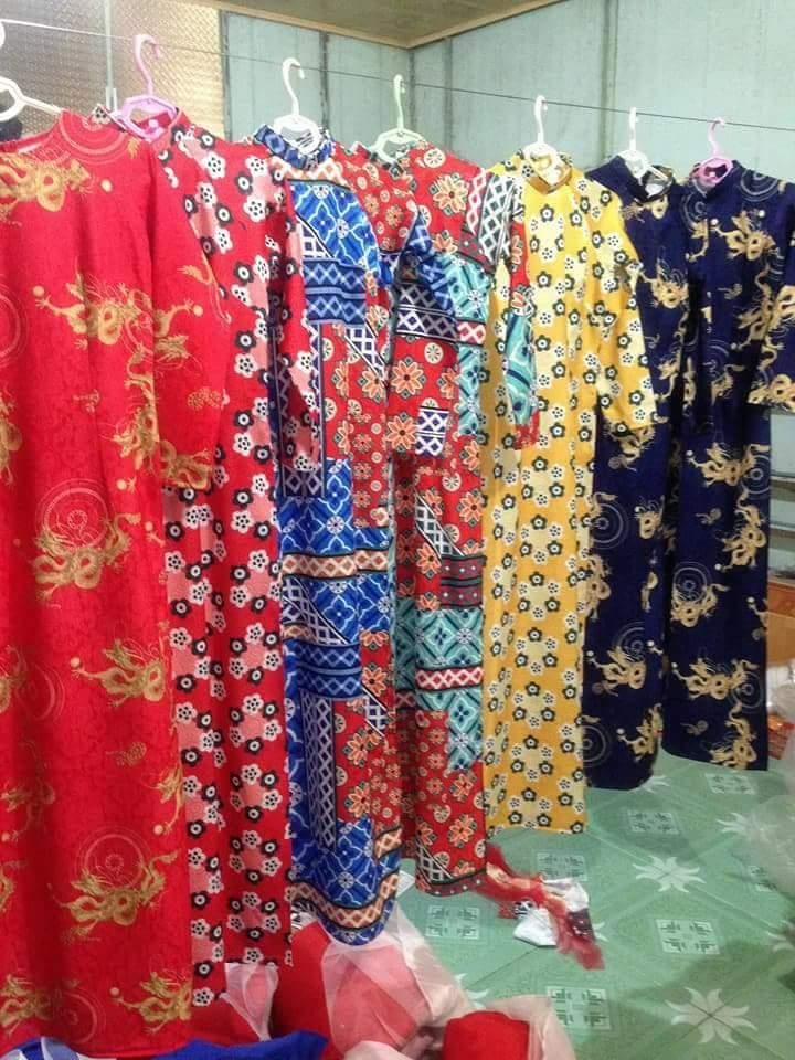 Bên cạnh những mẫu áo dài cưới truyền thống còn có các mẫu áo dài cách tân