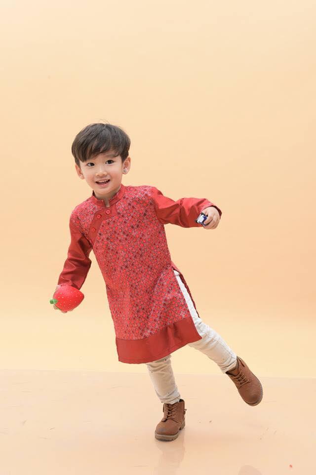 Mỗi chiếc áo đều được thiết kế một cách kì công, chọn lựa kĩ càng từ chất liệu, màu sắc cho đến hoa văn