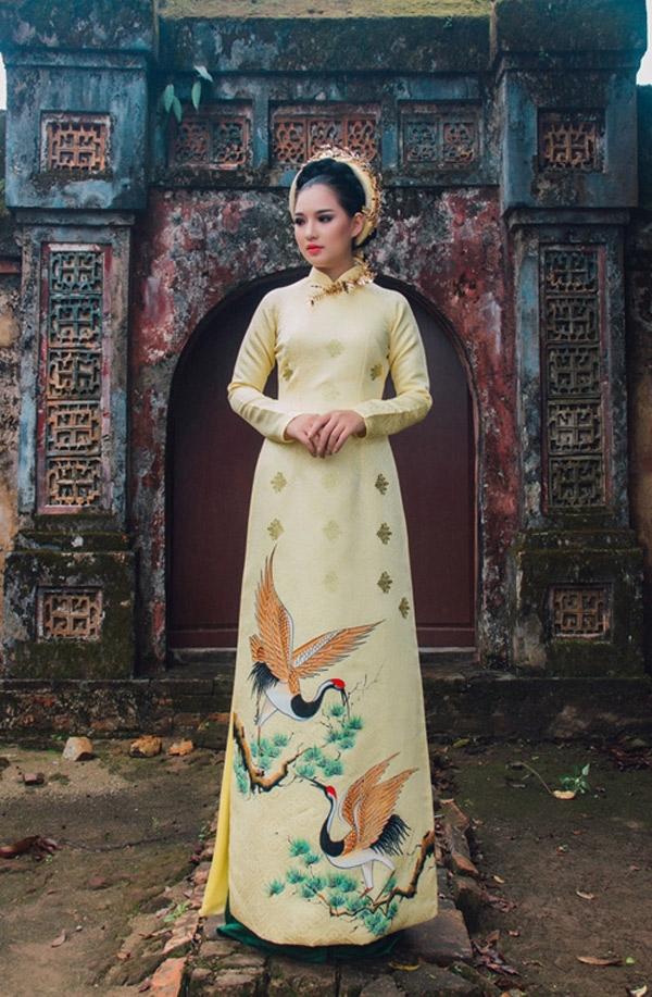 Một mẫu áo dài của Khánh Shyna
