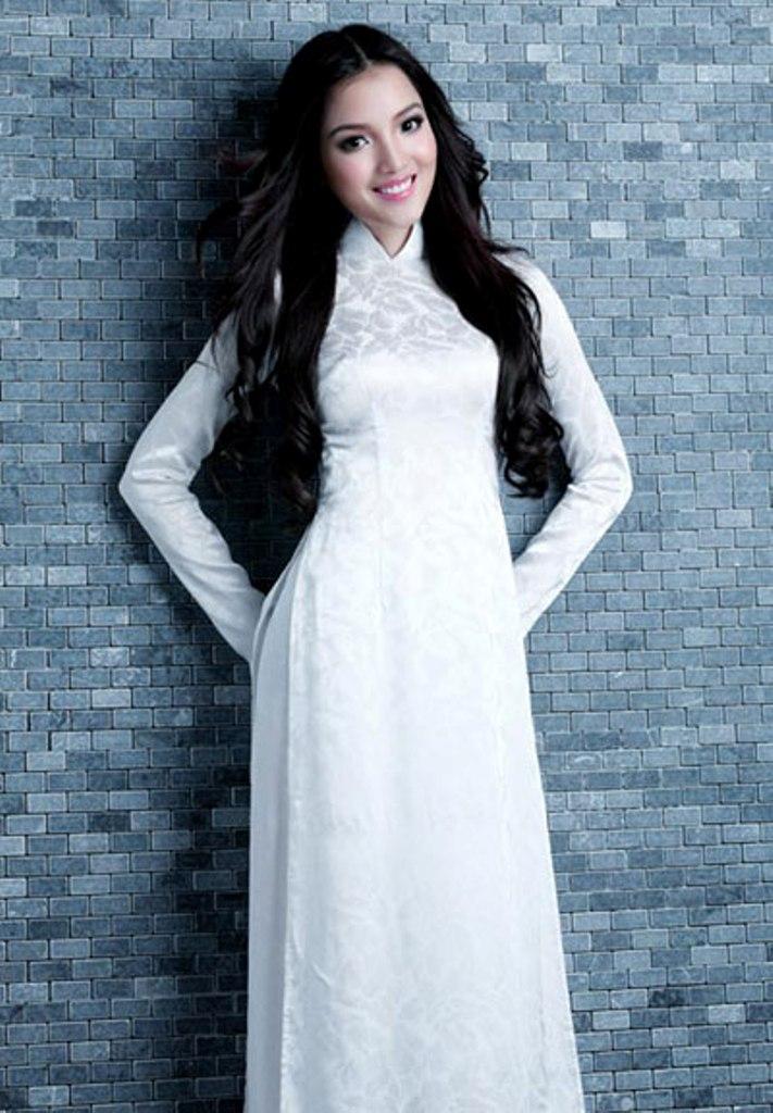 Áo dài trắng thướt tha