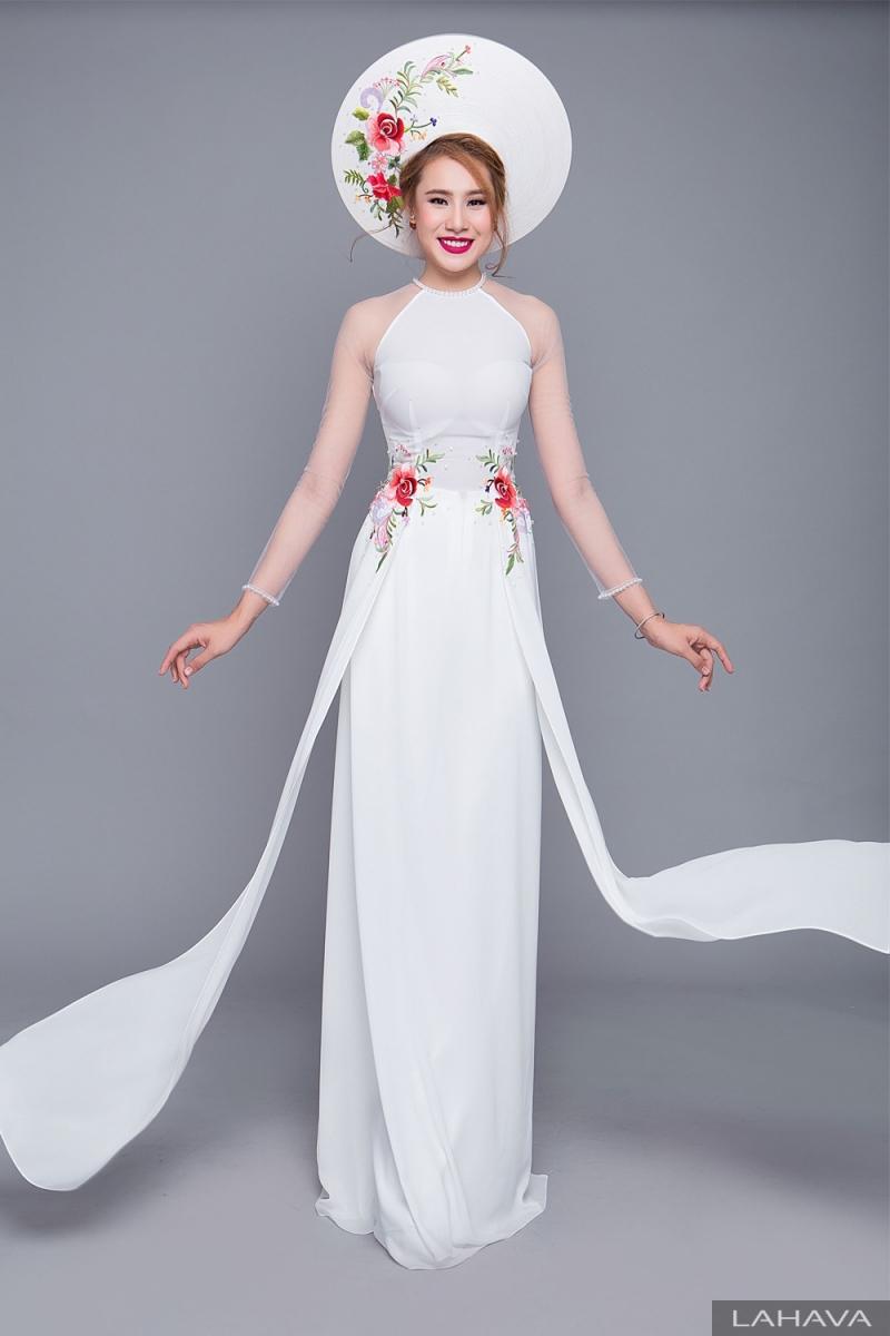 Mẫu áo dài nữ cách tân của Mỹ Hạnh