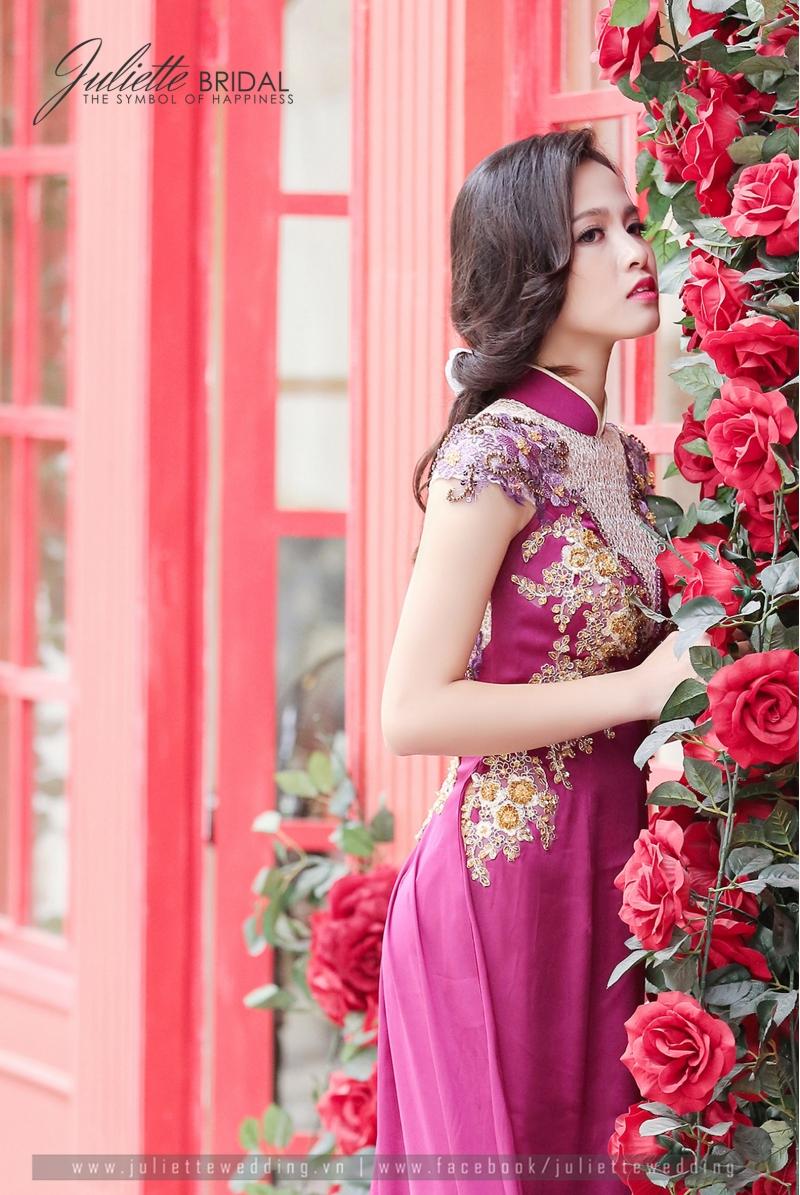 Cô dâu rực rỡ trong áo dài Quỳnh Anh