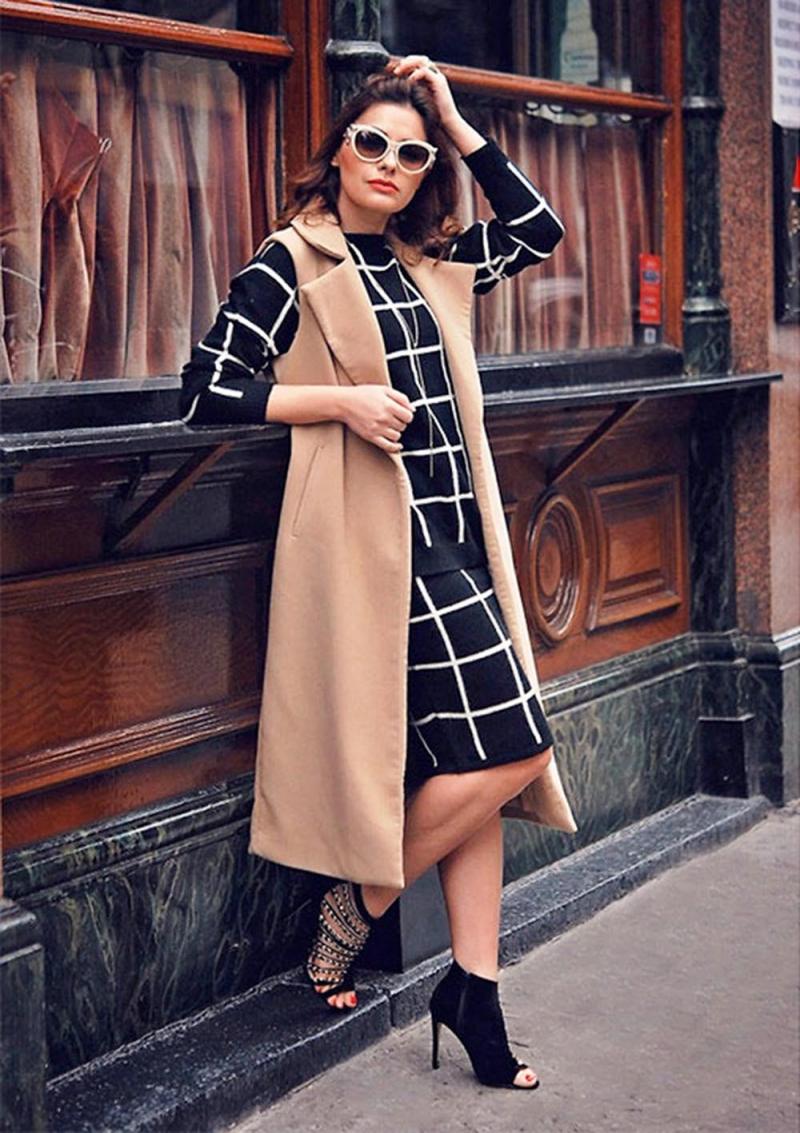 Áo dài tay + gile + chân váy + giày cao gót