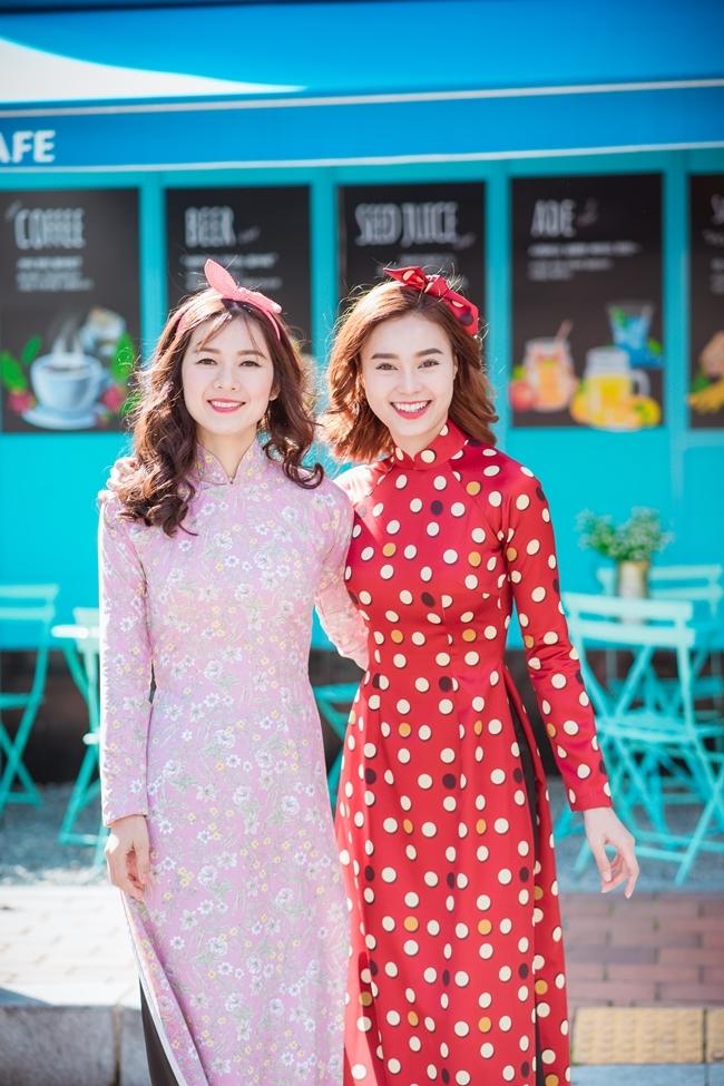 Áo dài họa tiết retro lấy cảm hứng từ bộ phim Cô Ba Sài Gòn