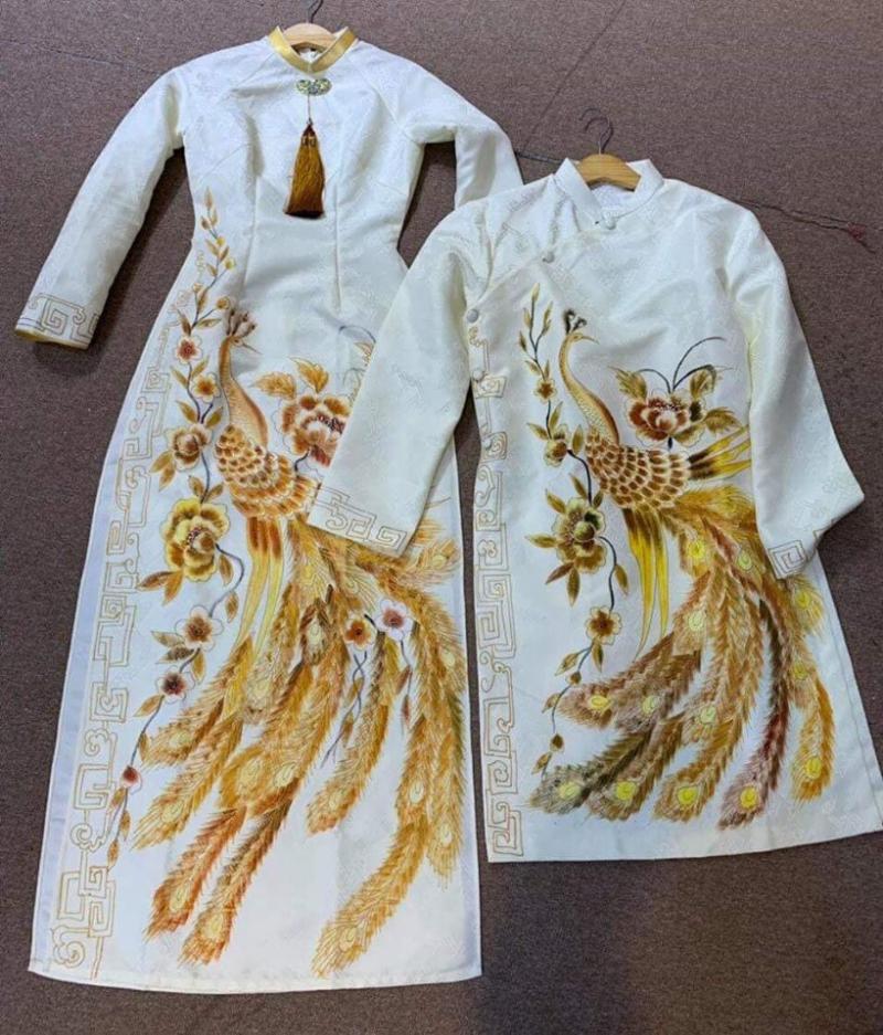 Bạn sẽ được lựa chọn các mẫu áo dài phong phú từ áo dài đôi cho các cặp cô dâu chú rể, áo dài truyền thống, áo dài cách tân