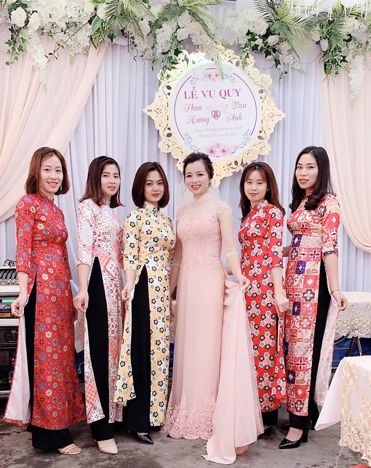 Tiệm áo dài Vy An cung cấp đầy đủ mọi trang phục áo dài ăn hỏi, áo dài vợ chồng,...