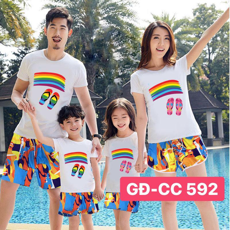 Màu sắc đa dạng của những chiếc áo đôi gia đình