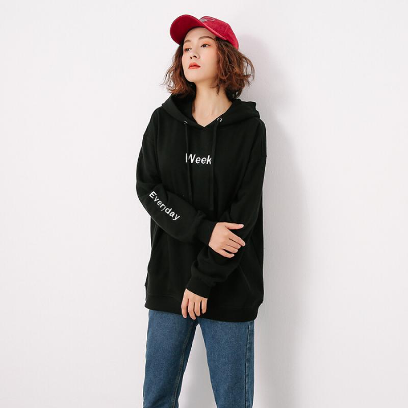 Áo hoodie + quần skinny + giày thể thao