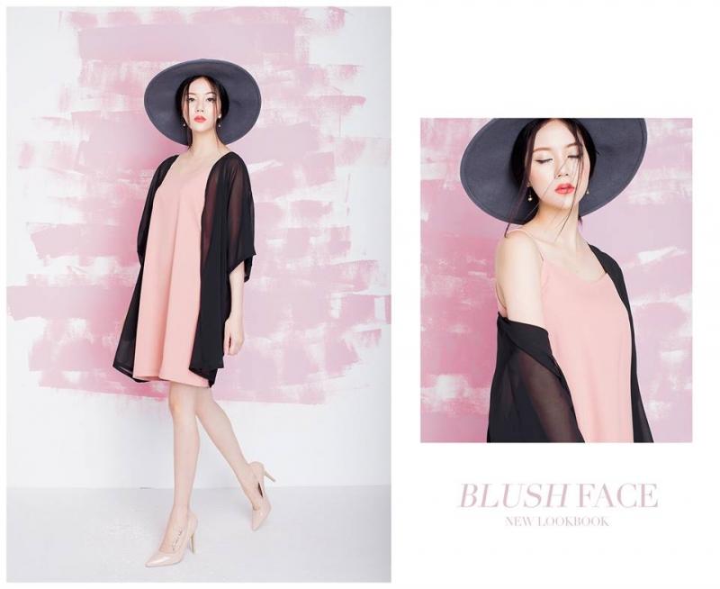 Kimono chất liệu mỏng nhẹ kết hợp với váy xuông tạo vẻ nhẹ nhàng
