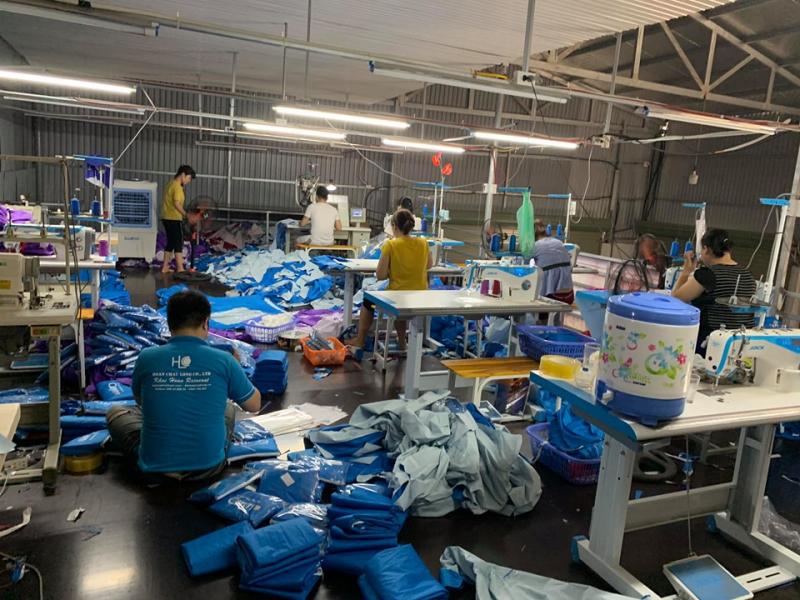 Khải Hoàn còn chuyên thiết kế, gia công và sản xuất đa dạng các loại áo mưa giá rẻ tại Hà Nội